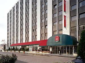 Ibis Berthier Paris exterior