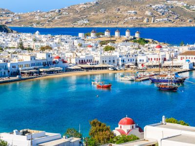 Transfer cu shuttle-bus din port pana in orasul Mykonos si retur–inclus.