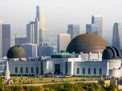 Pornim intr-un                      tur panoramic al Los Angeles-ului in care vom admira: Los Feliz, parcul Griffith,